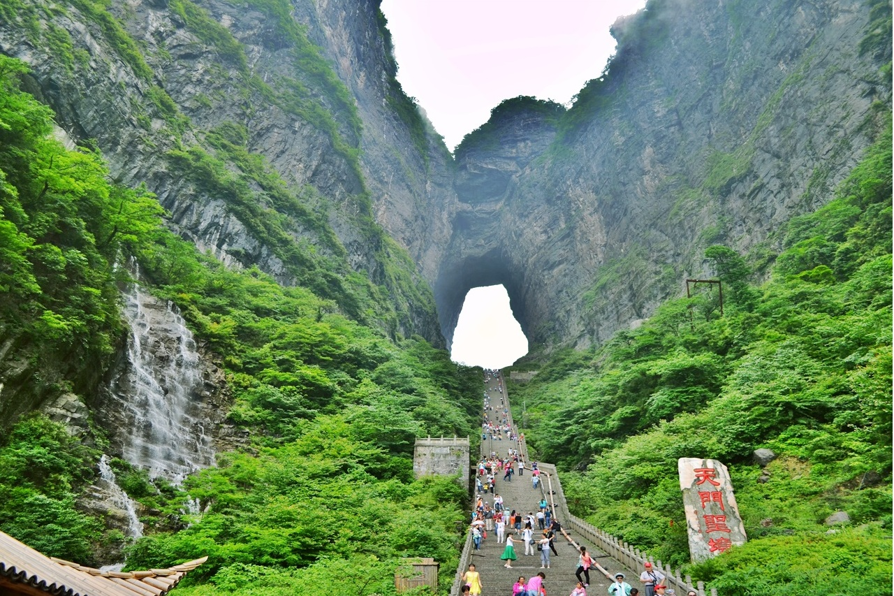 อุทยานจางเจียเจี้ย แหล่งท่องเที่ยวยอดนิยมของจีน